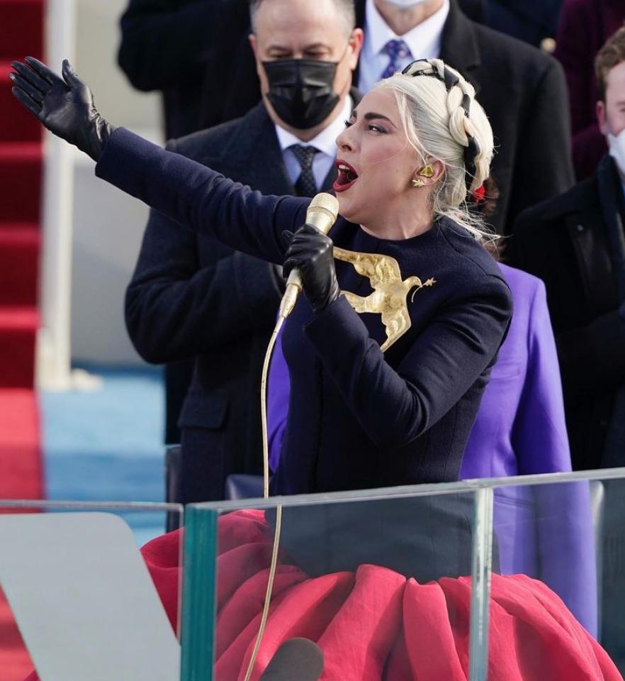 ג׳ניפר לופז או ליידי גאגא מיהי המתלבשת הטובה של טקס ההשבעה